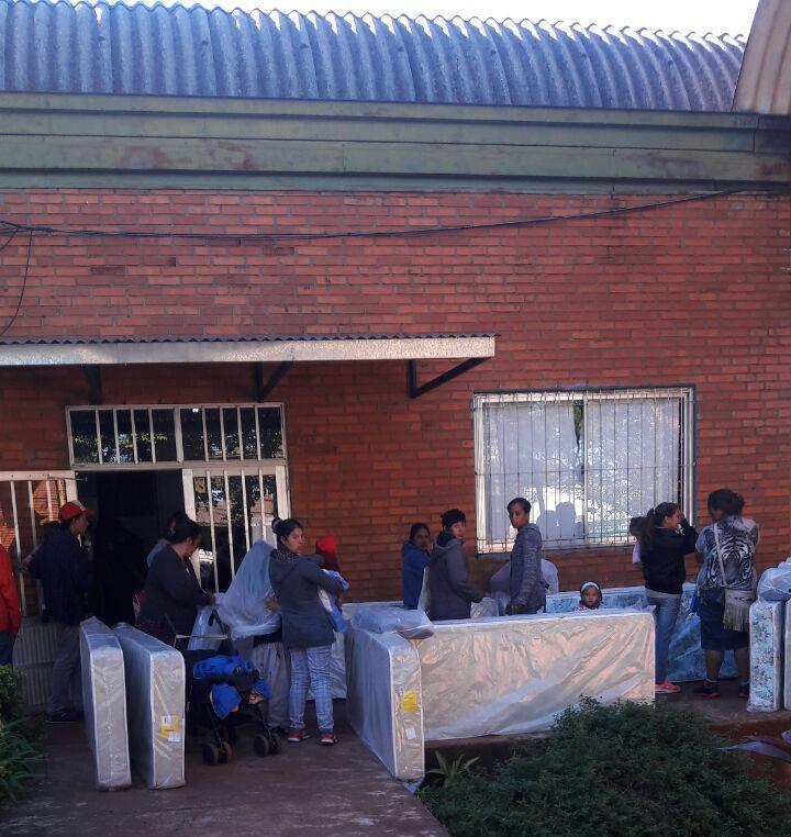 Vecinos coparon la municipalidad solicitando colchones y casas meridiano 55 - Casa de colchones ...